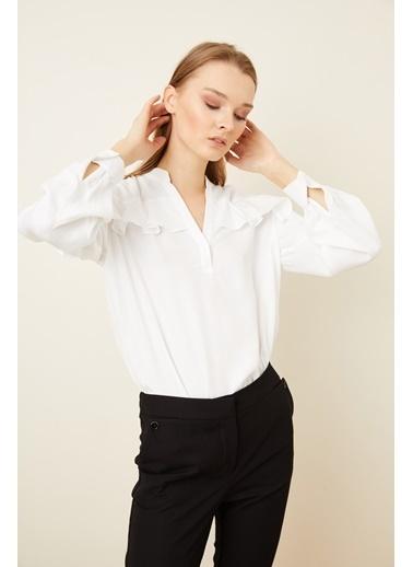 Love My Body V Yaka Volanlı Viskon Bluz Beyaz